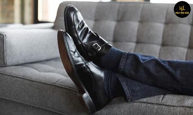 quần jean đen nam phối với giày tây