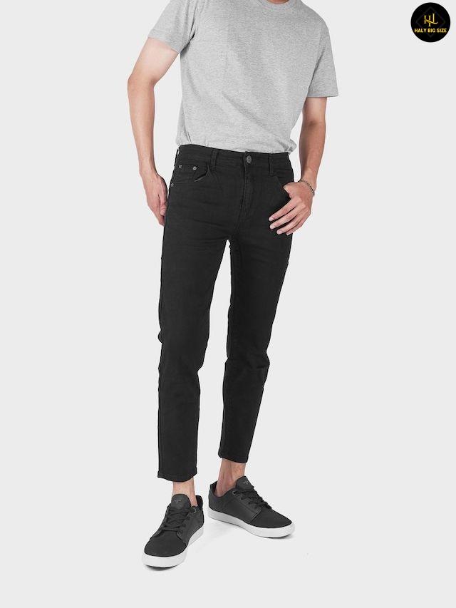 phối quần jean đen nam với giày sneaker