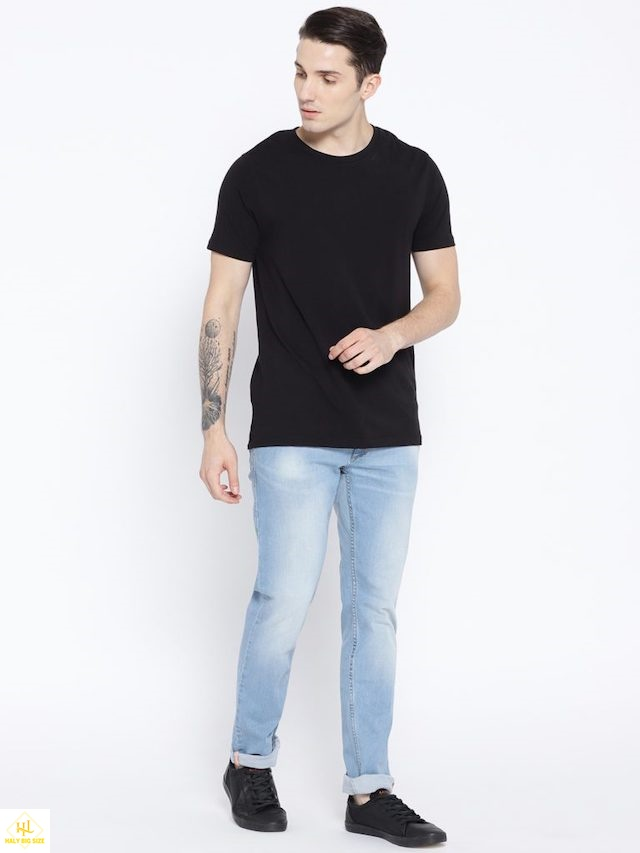 Ao-thun-nam-voi-quan-jeans-don-gian
