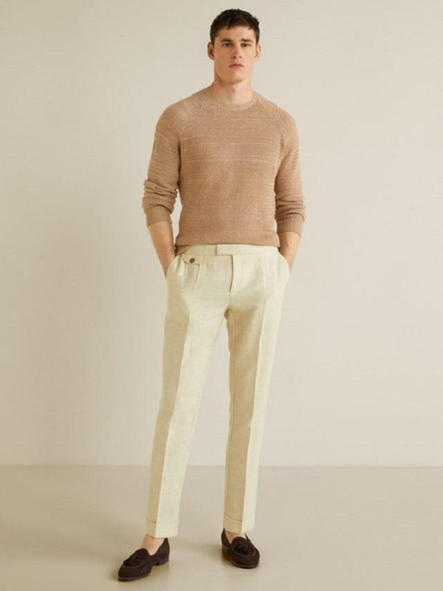 Áo thun tay dài với quần kaki nam